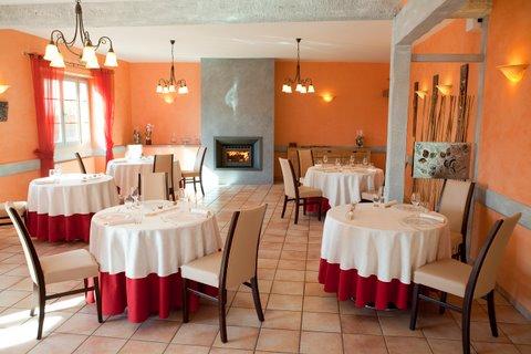 Salle-restaurant-auberge-de-clochemerle